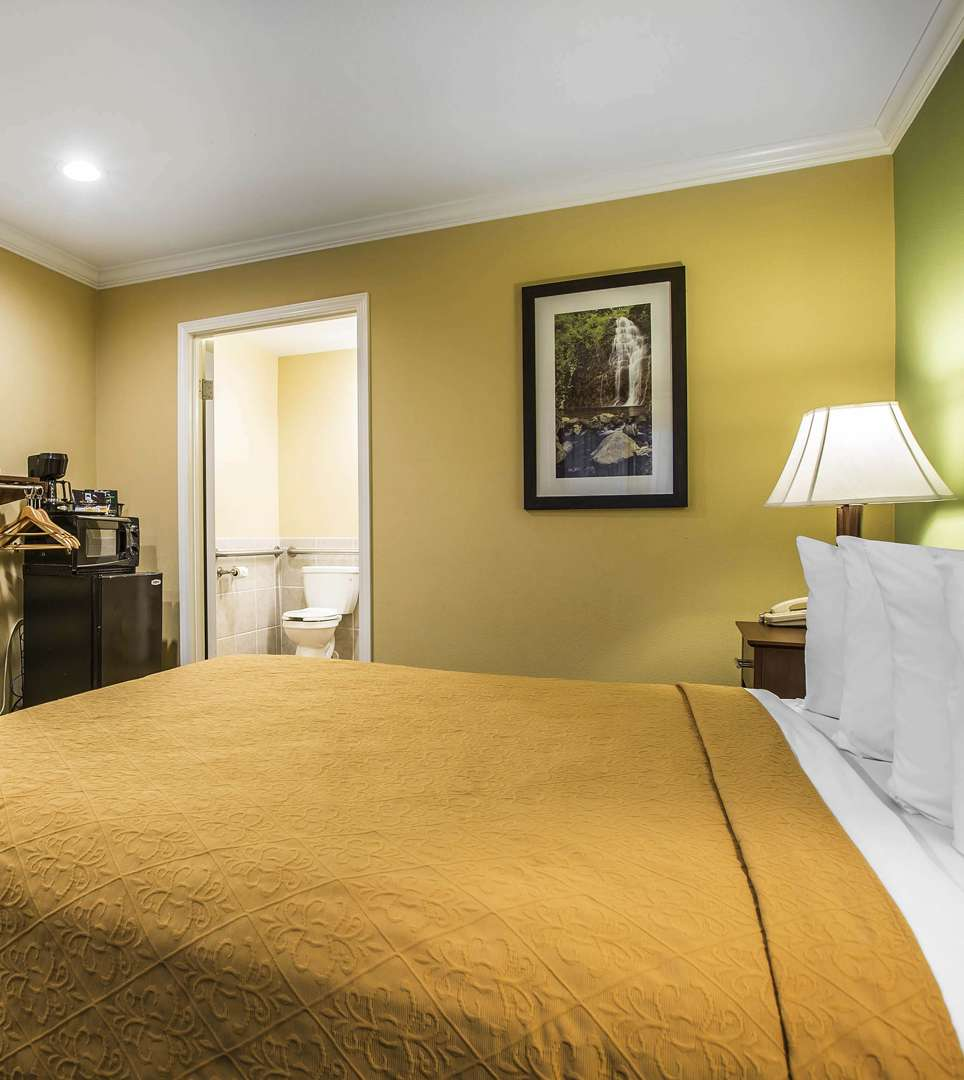 BOOK YOUR COMFORTABLE SANTA BARBARA, CA GUEST ROOM TODAY
