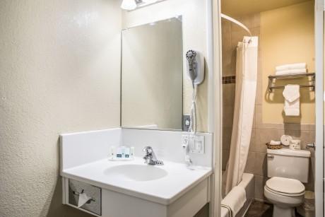 Queen Bed Executive Bathroom
